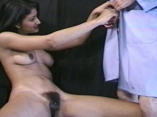 Doctor Patient Wants vid: Patient wants Doctor to give her the Pussy Lip Test