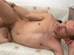 Young stud guys share a mouthful of cum - Alfa Red