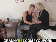 Blonde old women pleases an young guy