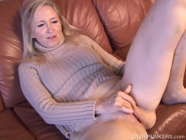 Super sexy mature pussy not