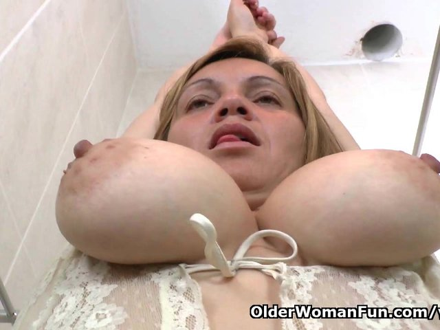 Latina milf Allison needs a masturbation break