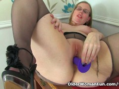 British milf Sammie spreads her pantyhosed legs