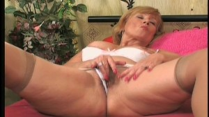 Horny mature gets laid 1/3