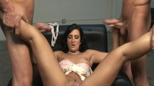 Brunette lends two guys a hand 1/2