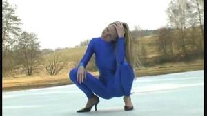 Spandex Katherina strip in snow