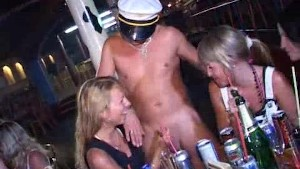Awesome Milfs Girlfriends fucking party