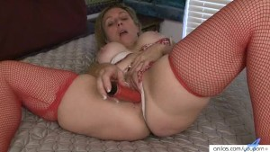 Amateur housewife enjoys extreme orgasm