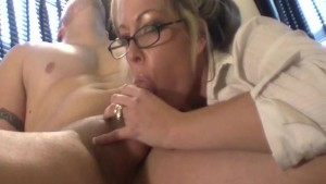Good Secretary Gives Boss BJ