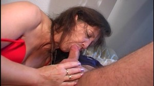 Older lady gets a dick in her mouth