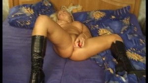 Hot blonde aint done when her man is (clip)