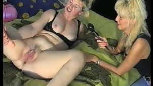 First part-gal loves the taste of her pussy,second part- interview