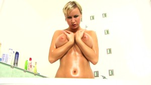 Huge tit Rachel in the bath - CzechSuperStars