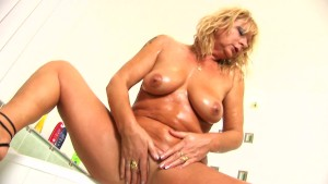 Mature blonde Rosalyn plays with herself in the shower - CzechSuperStars