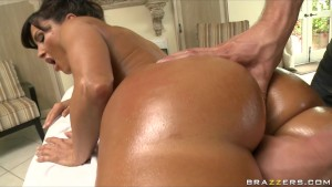 Busty big-booty MILF Lisa Ann is fucked by her masseur s big-dick
