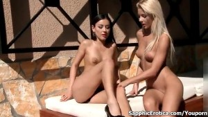 Sexy brunette babe gets her shaved cunt finger fucked by an hot blonde babe