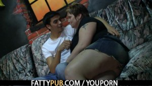 He screws fat chick in the pub
