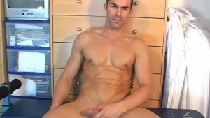 Nicolas, a real sexy straight guy get wanked in spite of him by a guy !