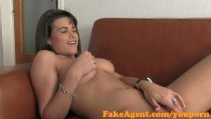 FakeAgent Super sexy brunette is an amazing fuck