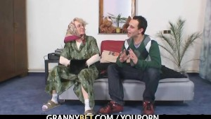 Lonely granny pleases a totall