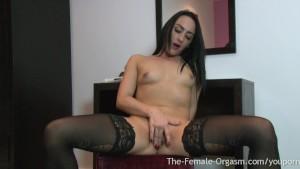 Hot Coed Masturbates her Huge Pussy Lips to Orgasm