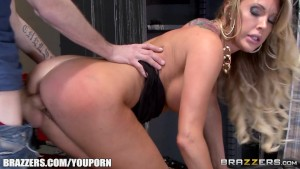 Brazzers - Cop helps Samantha Saint gets off