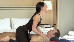 Travelling Businessman gets Erotic Hotel Massage