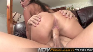 HDVPass Curvy Latina Emma Cummings Loves It Deep