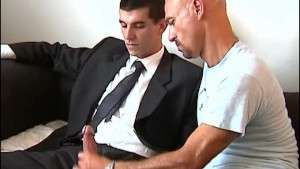The straight vendor gets sucked by a client in spite of him !