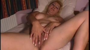 Fingering Her Softly - Julia Reaves