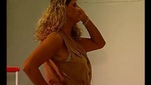 Euro babe stripping - Julia Reaves