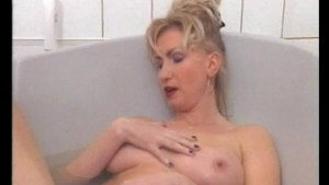 Masturbating in the bathtub - Julia Reaves