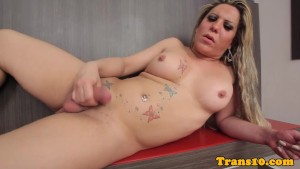 Solo tranny tugging on her throbbing cock
