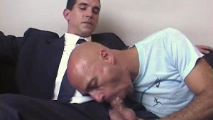 A innocent str8 vendor serviced his big cock by a guy in spite of him!
