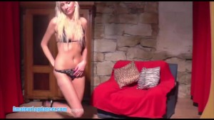 Teen blonde does lapdance and handjob at the casting