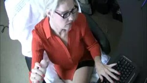 Milf Gets A Cumshot From Young