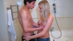 Young lovers in the bath- porn6969.com