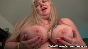 BBW milf Love Goddess rubs her