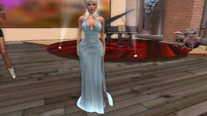Une belle blonde en jolie robe sexy bleu