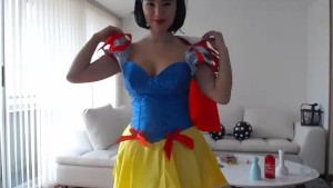 Whore snow white cosplayer for halloween