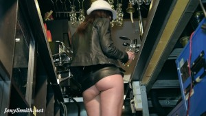 Jeny Smith naked barmaid on du