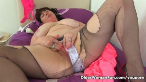 British milf Janey gives her h