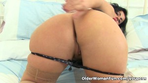 Spanish milf Montse Swinger takes a break from cleaning