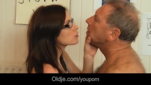 young doctor banging and sucking old patient penis with her glasses on – Free Porn Video