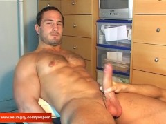 Enzo, A innocent delivery straight guy serviced his big cock by a guy!