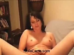 Hot MILF Mom Masturbating On Webcam For Men