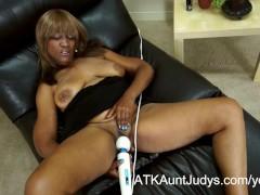 57-year old ebony Milf Andraya masturbates her mature pussy