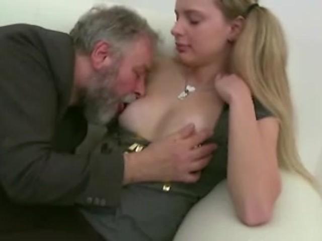 Старик сосет женскую грудь картинки