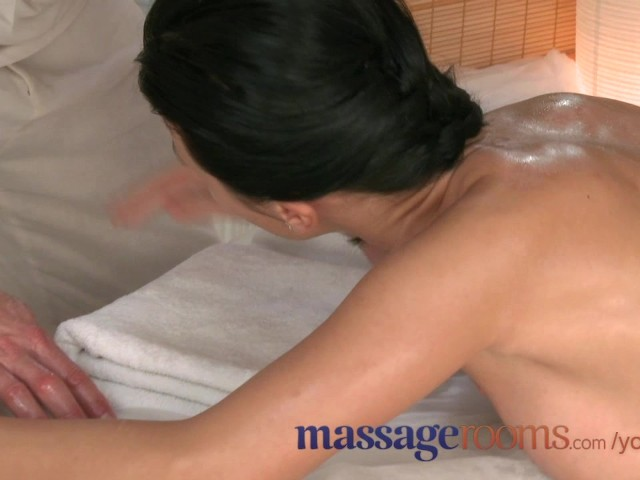 Massage rooms athletic goddess enjoys gspot orgasm before r 4