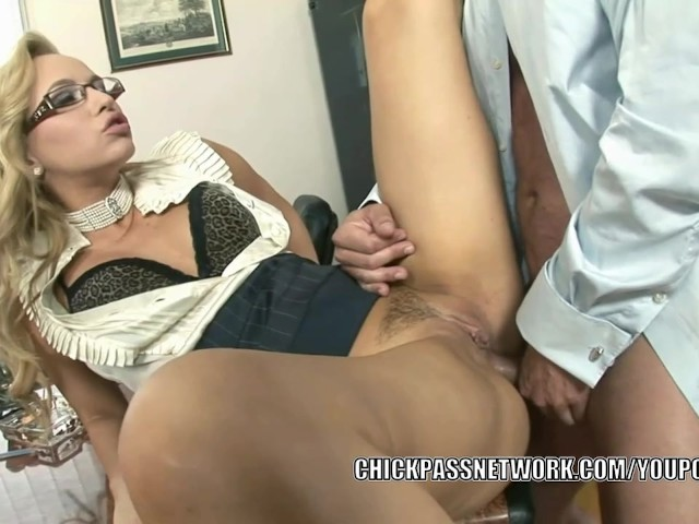 Euro latina slut fucked deepthroats cock 2