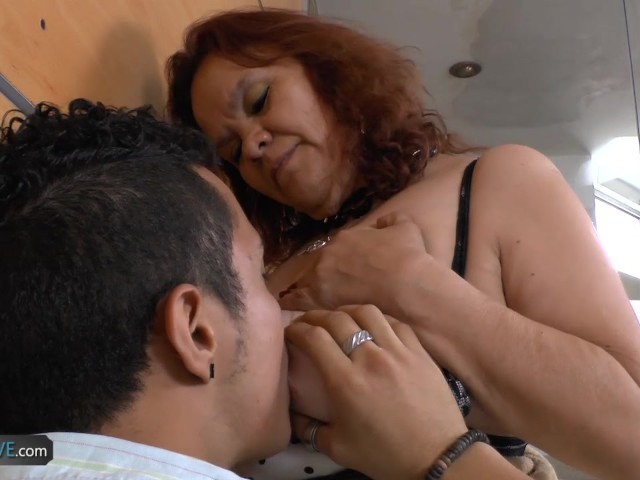 Latina milfs gloria and rosaly stuff their pussy with dildo 7